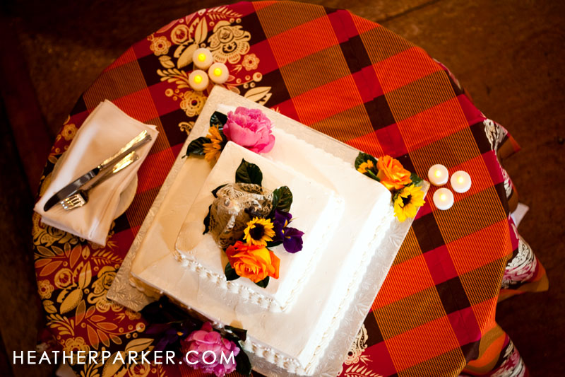 country plaid table and wedding cake