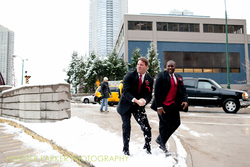 fun candid winter wedding outdoor photography